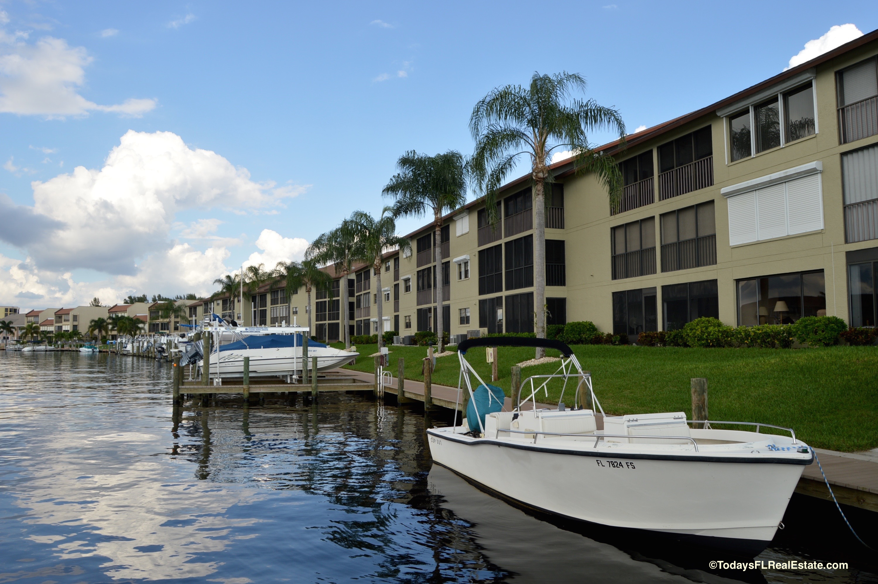 cape coral condos with boat docks, boating communities cape coral, waterfront properties cape coral, low rise waterfront condos
