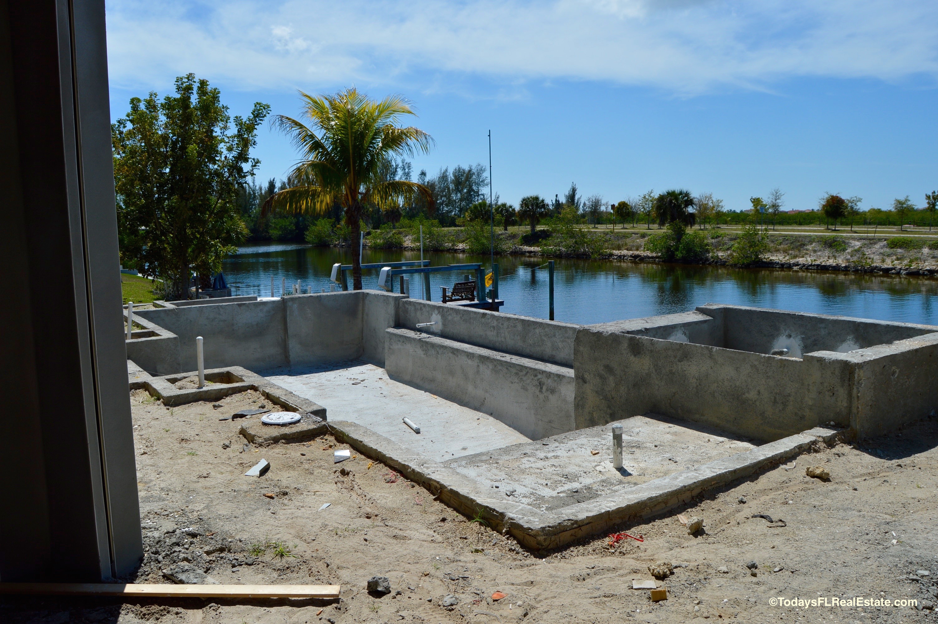 Swimming pool homes for sale Cape Coral, Cape Coral Swimming Pools, New Waterfront Homes Cape Coral, Cape Coral New Pool,