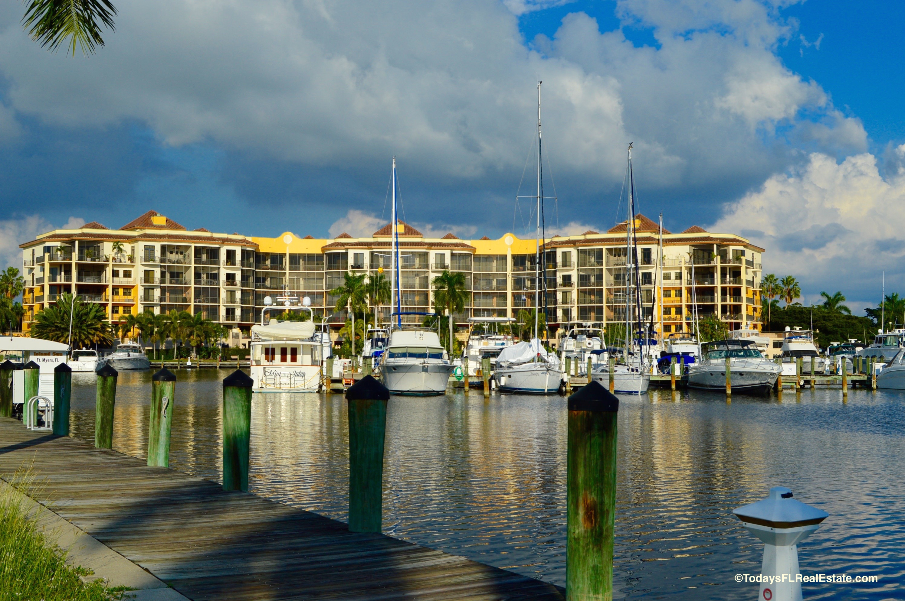 Mid rise condos cape coral for sale, gulf access condos cape coral, southwest florida waterfront condos, cape coral condos for sale
