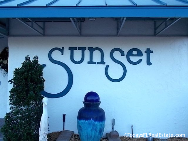 Beachfront Condos Sunset Tiki Huts On Fort Myers Beach