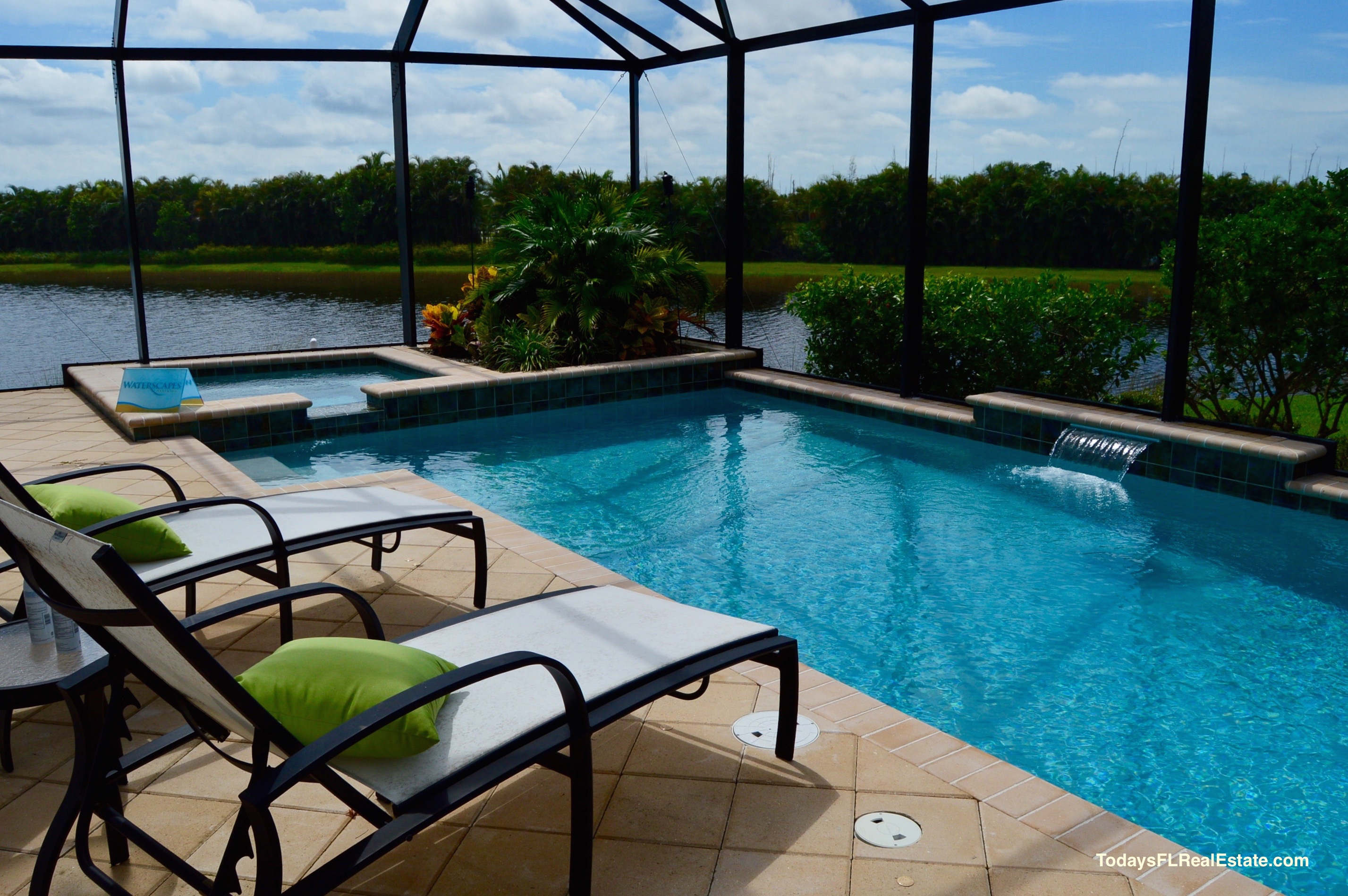 Swimming pool homes cape coral cape coral real estate for Houses for sale pool