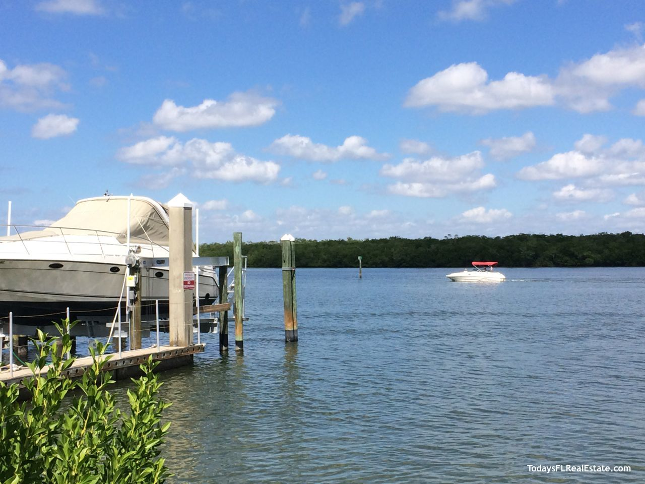 Boating Fort Myers Beach, Waterfront Boating community, Estero Bay Boating,